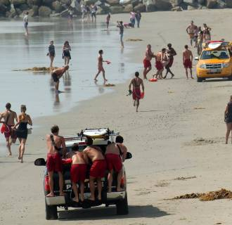 Image: Lifeguards bring ashore a victim of lightning strike in Venice