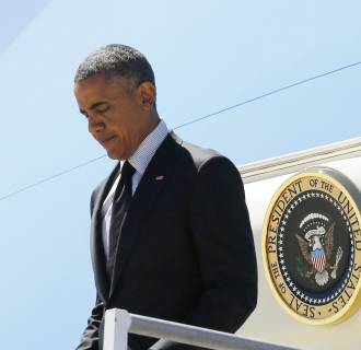 Image: U.S. President Obama disembarks from Air Force One as he arrives at Los Angeles International Airport