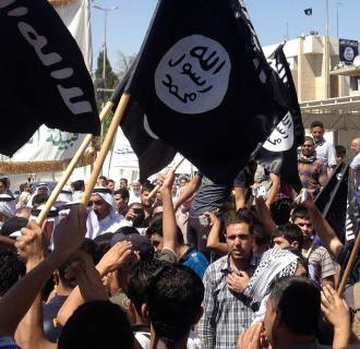 Image: Demonstrators chant pro-al-Qaida-inspired Islamic State slogans as they wave al-Qaida flags