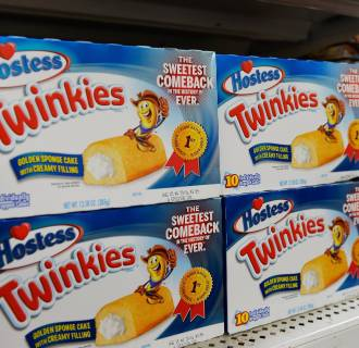 Hostess Twinkies have returned to stores after bankruptcy, but the bakery where they were born is closing.