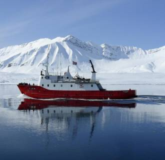 Image: A ship travels on the Isfjorden near Longyearbyen on the Norwegian Svalbard islands