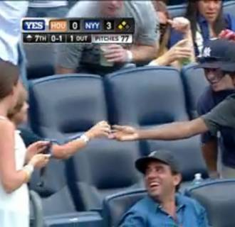Image: Chris Rock hits home run with Yankees fans by giving foul ball to kid
