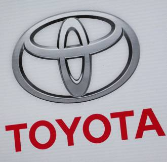 Government safety inspectors have closed investigation into brake problems with some older Toyota Camry gas-electric hybrids without a recall.