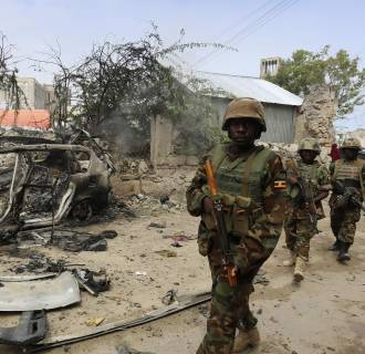 Image: Ugandan soldiers serving in AMISOM patrol in a formation after an attack by suspected militants in Mogadishu
