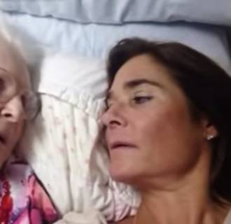 Image: Kelly Gunderson talks with her 87-year-old mother who has Alzheimer's