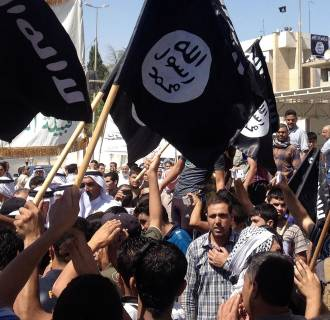 Image: Demonstrators chant pro-al-Qaeda-inspired Islamic State of Iraq and the Levant slogans