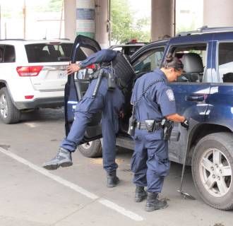 Image: CBP agents searching for contraband at the Nogales Port of Entry