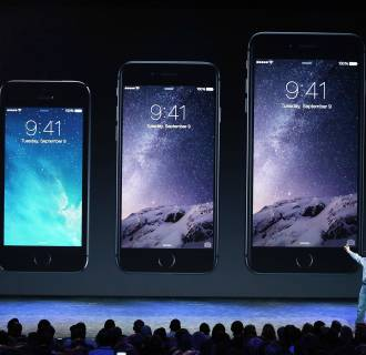 Image: Apple Unveils iPhone 6