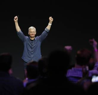 Image: Apple unveils iPhone 6 and Apple Watch at the Flint Center in Cupertino