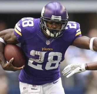 Image: Minnesota Vikings Adrian Peterson runs with ball against the Dallas Cowboys in Arlington, Texas