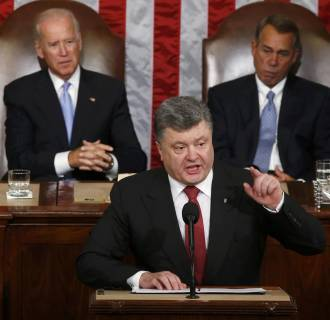 Image: Ukraine President Poroshenko gestures while addressing joint meeting of Congress in the U.S. Capitol in Washington
