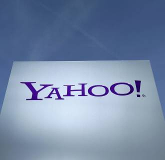 A big activist investor is pushing Yahoo to explore a deal with AOL.