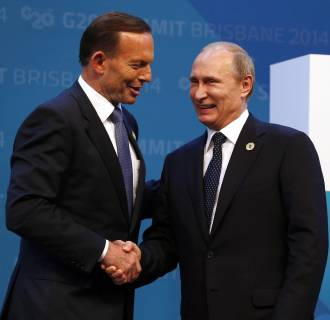 Image: Australian Prime Minister Abbott shakes hands with Russian President Putin as he officially welcomes leaders to the G20 summit in Brisbane