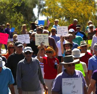 Image: Supporters of Maricopa County Sheriff Joe Arpaio hold a rally at a park in Fountain Hills