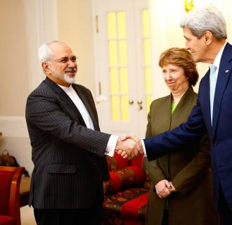 Image: U.S. Secretary of State Kerry and Iranian FM Zarif shake hands as EU envoy Ashton watchesbefore a meeting in Vienna