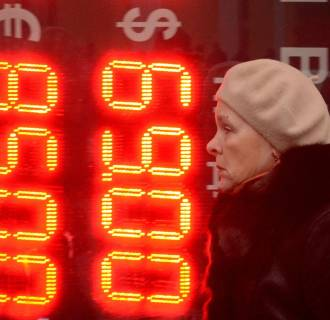 Image: RUSSIA-ECONOMY-FOREX-RUBLE-DROP