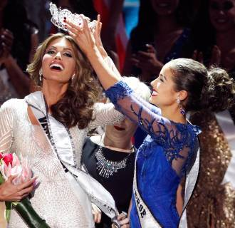 Image: Miss Venezuela Isler reacts as she is crowned by Culpo, Miss Universe 2012, during the Miss Universe pageant in Moscow