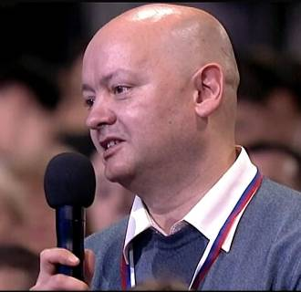 Image: Russian journalist Vladimir Mamatov who asked Vladimir Putin a question about kvas.