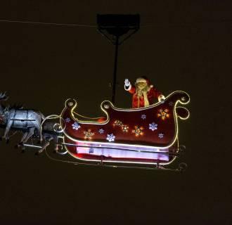Image: TOPSHOTS-FRANCE-CHRISTMAS-SANTA