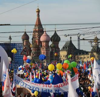 Image: Pro-Kremlin activists take part in a rally and a concert at Moscows Red Square