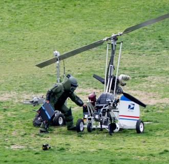 Image: Protesting pilot lands gyrocopter at US Capitol