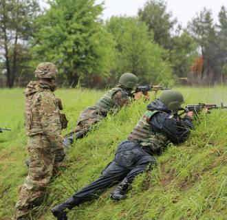 Image: U.S. Army instructors train Ukrainian military forces at theYavoriv training center