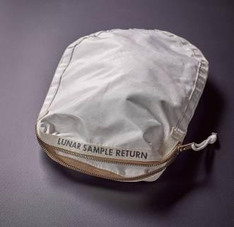 Image: Space exploration items auction