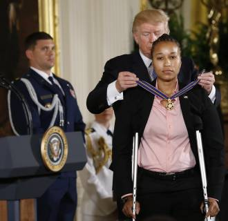 Image: President Trump awards the Medal of Valor to U.S. Capitol Police Officer Griner