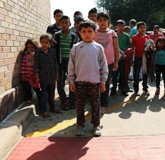 Image: Migrant families