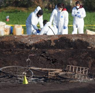 Image: At least 67 dead and 75 wounded in pipeline explosion in Mexico