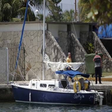 Couple who allegedly abducted children return from Cuba