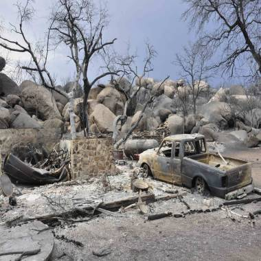 Investigators return to Arizona burn zone in search for clues to firefighter deaths