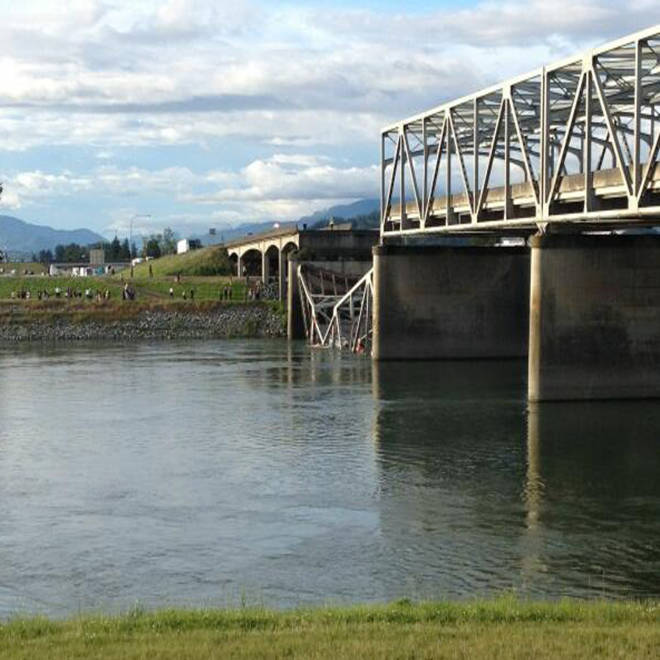 Cars, drivers plunge into river after Wash. I-5 bridge collapse