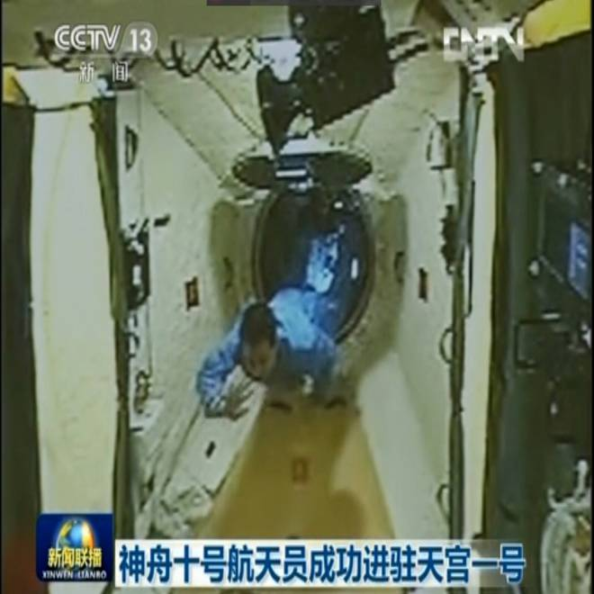 China's Shenzhou 10 spaceship brings crew to orbital lab for practice