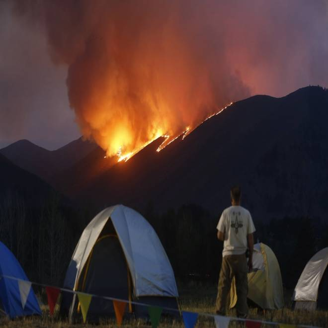 Homeowners, tourists flee Sun Valley resort region as massive wildfire approaches