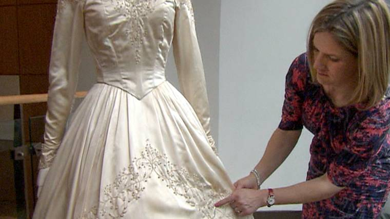 Elizabeth Taylor\'s first wedding gown to be auctioned