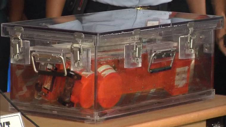 Divers Find Both Black Boxes From AirAsia Flight 8501