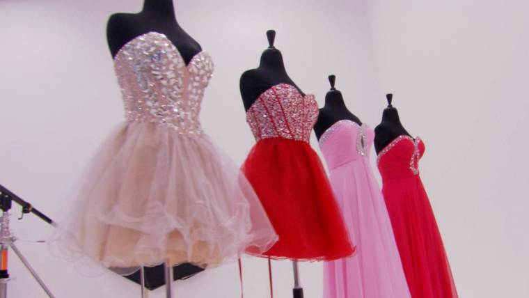 Scammers target promgoers with fake designer dresses