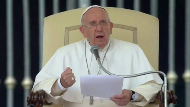 Pope Francis Demands Equal Pay for Women, Calls Pay Gap 'Pure Scandal'