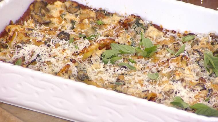 A low-calorie spinach artichoke dip that's delicious? It does exist!
