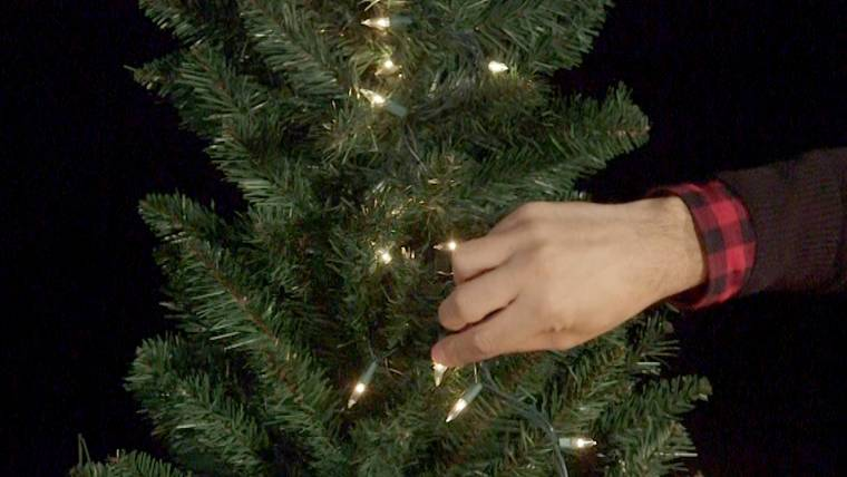 How To String Lights On A Christmas Tree Magnificent How To Light A Christmas Tree