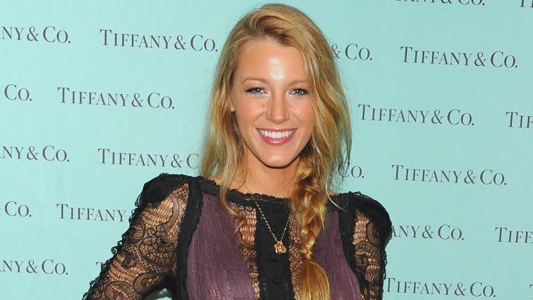 3aefb9abd18 Here's how to get Blake Lively's signature red carpet 'do