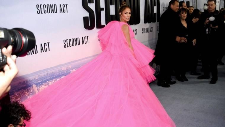 0fb5a1dbf63 Jennifer Lopez stuns in breathtaking pink dress at  Second Act ...