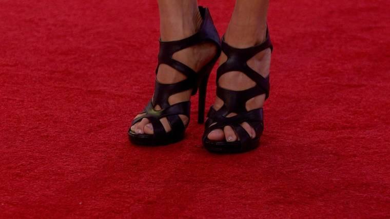 Hoda Kotb uses Maxi pads to make high heels more comfortable