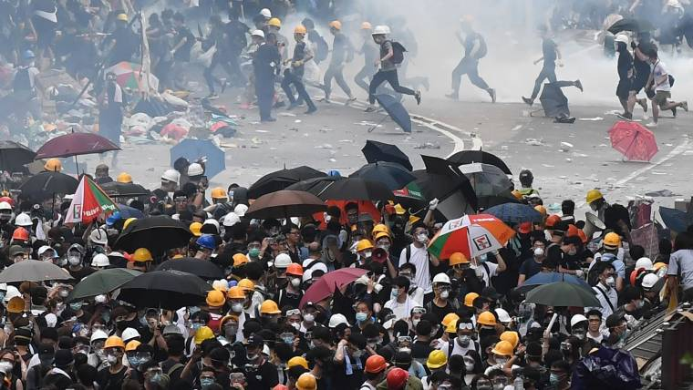 Hong Kong Protesters Flee Tear Gas After Extradition Bill