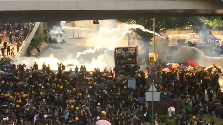 Clashes Break Out As Hong Kong Protesters Paralyze City S