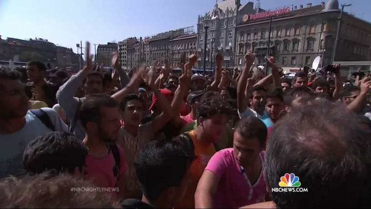 Hungary Closes Budapest Train Station to Stop Migrant Exodus West