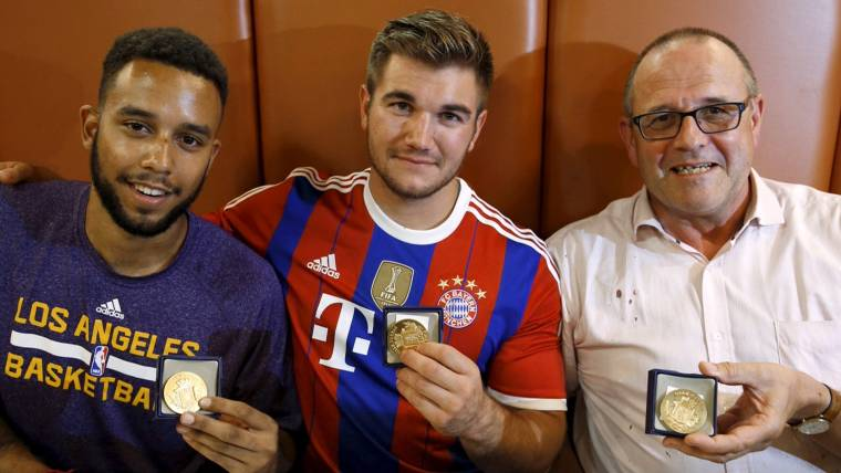 Three Americans Hailed as Heroes For Stopping Train Attack