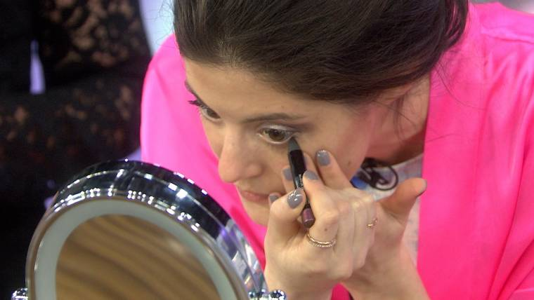 6311b7a8c3e How to do your makeup in 4 minutes flat and start the day looking fabulous