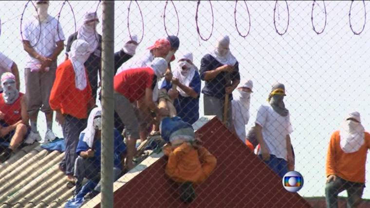 Prisoners Throw Guards From Roof in Brazil Riot
